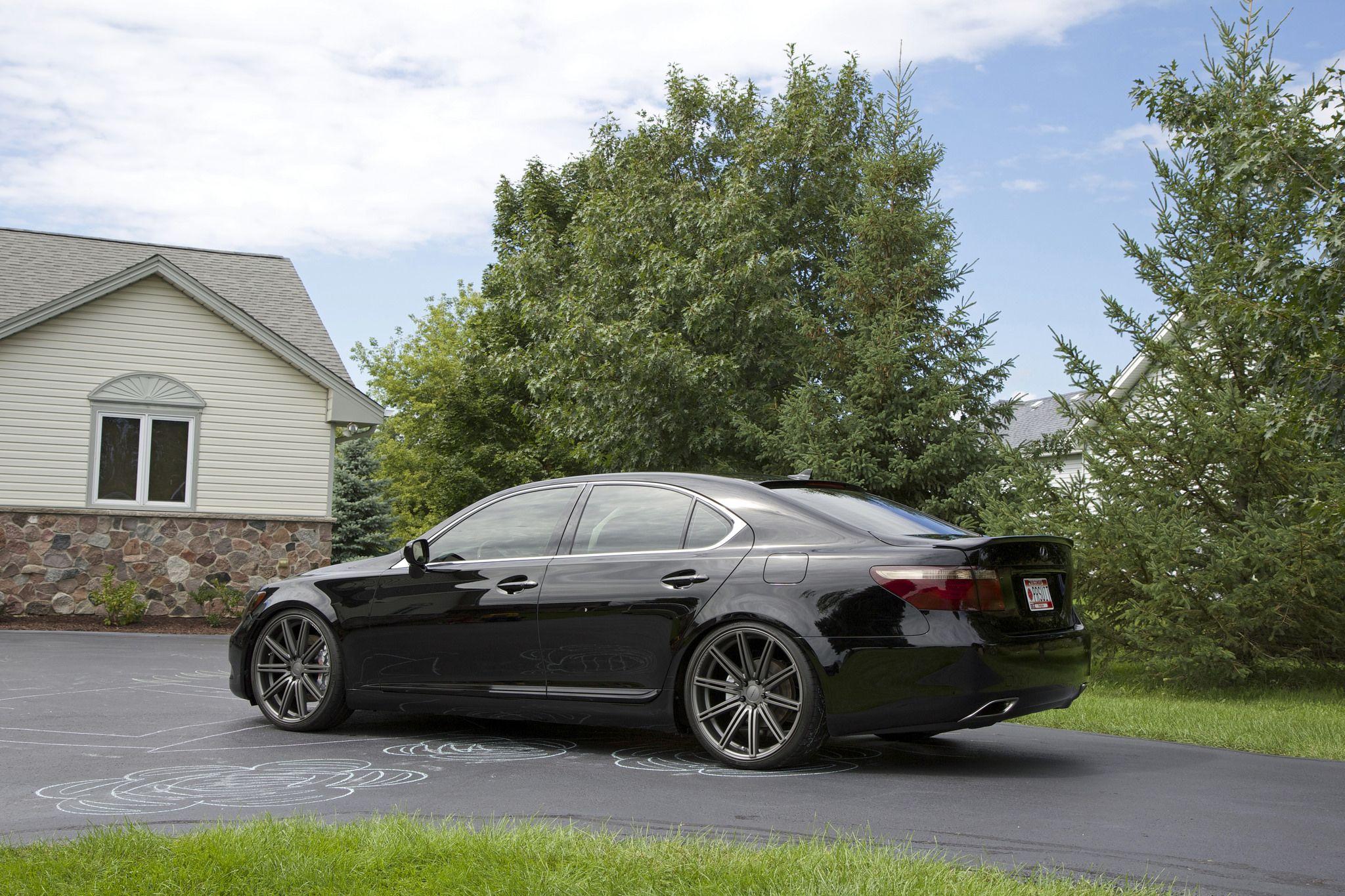 Lexus LS 460 looking mean on 22 inch alloy wheels