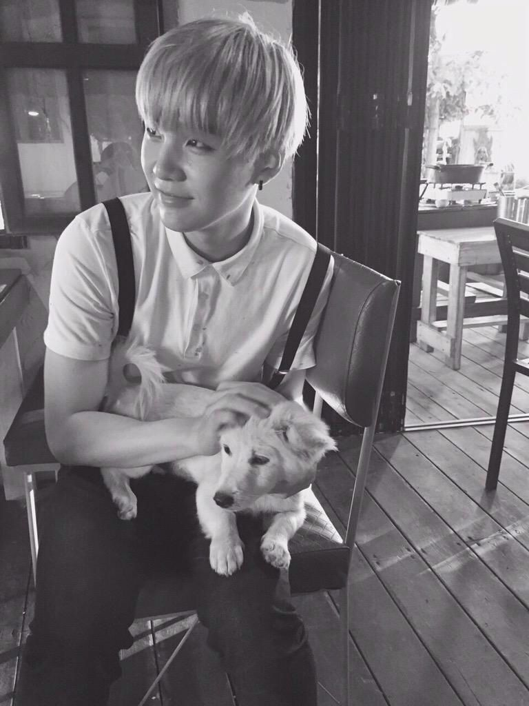 SUGA WITH A DOG OMGGG