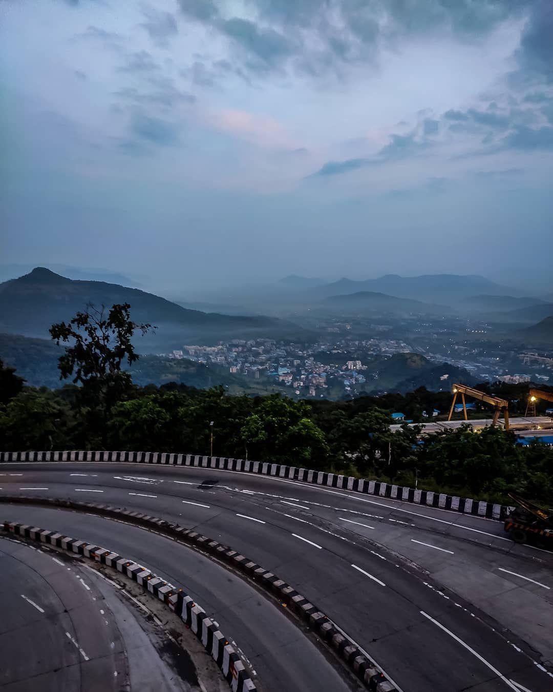 Happy sunday with a amazing weather 😇 .. .. .. .. .. .. .. ➖➖➖➖➖➖➖➖➖➖➖➖➖➖➖➖ Shot on:-@redmiindia #shotbymi #shotonxiaomi @xiaomiindia ➖➖➖➖➖➖➖➖➖➖➖➖➖➖➖➖ #dreamlandarmy #mr_dreamcatcher #travelwithharshal #travelrealindia #instagood #travel #travelphotography #life #mountains #streetphotography #photooftheday #beautiful #incredibleindia #beautifuldestinations #foggy #clouds #huntforspot #tripotocommunity