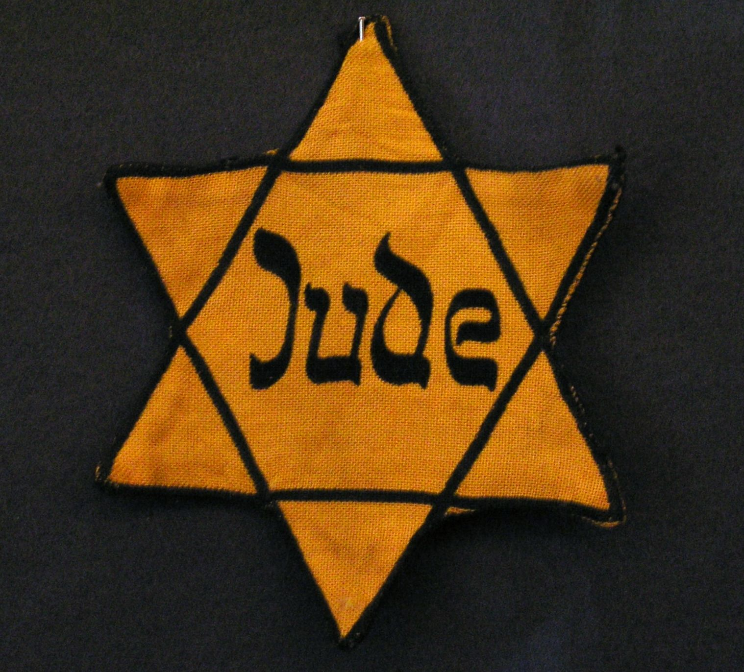 the requirement to wear the star of david with the word