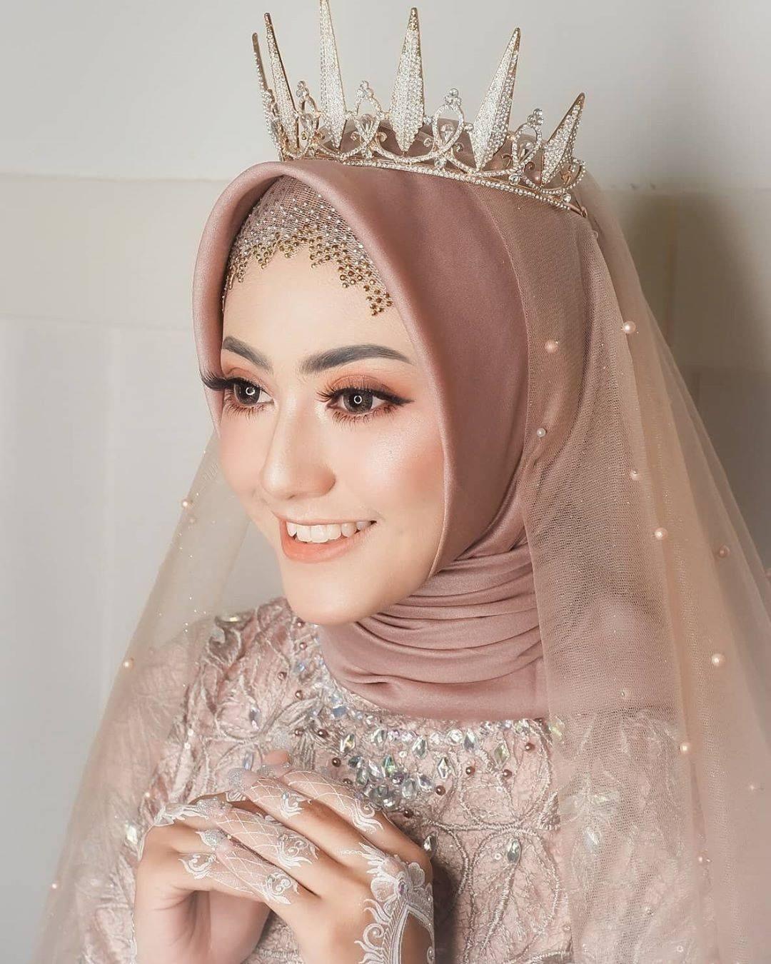 Inspirasi Makeup Pengantin Hijabers Yang Menawan Di Hari Bahagiamu Kerudung Pengantin Pengantin Berhijab Pengantin