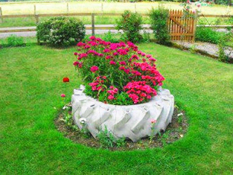 Magia das plantas decora o de jardim com pneus for Modelos de jardines pequenos con llantas
