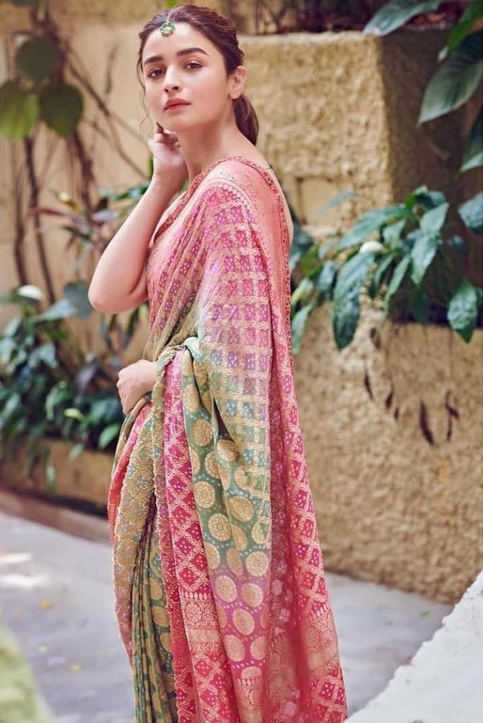 12 Photoshoot Selfie Ideas Saree Styles Stylish Sarees Indian Fashion We can say this pose as selfie pose wearing saree also. photoshoot selfie ideas saree styles