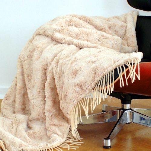 agneau beige plaid en fausse fourrure fausse fourrure couvre lit et couvre. Black Bedroom Furniture Sets. Home Design Ideas