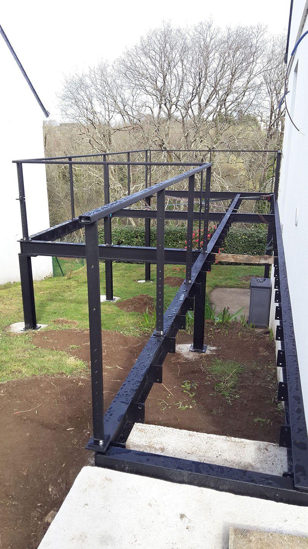 Ossature Métallique Pour Terrasse Bois structure en métal pour terrasse surélevée en bois