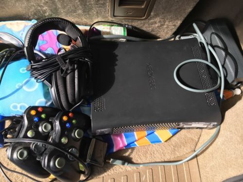 Microsoft Xbox 360  Black Console 20 GB 2 Controllers Bundle And Battery Packs https://t.co/TBrTwB1e9P https://t.co/ZOFq5DRKqD http://twitter.com/Foemvu_Maoxke/status/771460684051865600