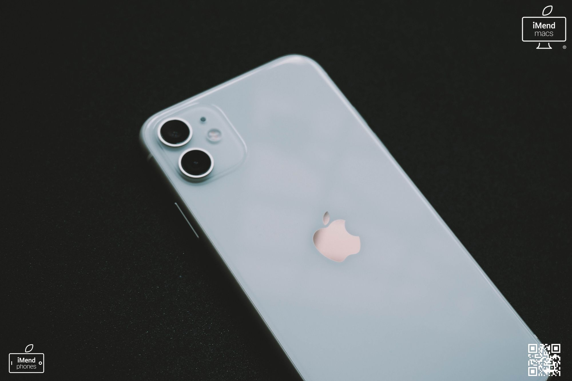 Saturdaythoughts Is Your Iphone Not Looking Its Saturdaystyle Best This Saturdaymorning Don T Put Up With It Let Us Help Iphone Apple Apple Headphone