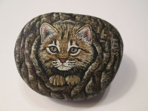 Lynx-Cub-hand-painted-on-a-rock-by-Ann-Kelly
