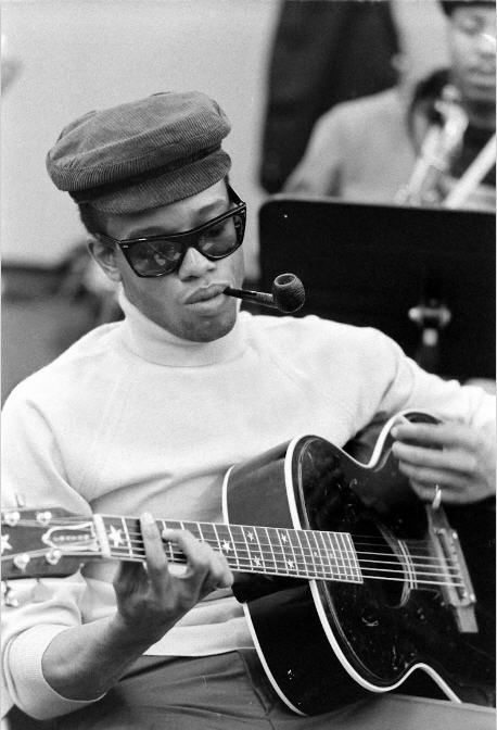 Bobby Womack, with pipe, rehearsing with Ray Charles Band at RPM in LA, in March 1966. Photo by Bill Ray.