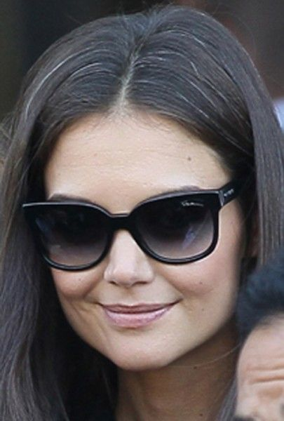 Katie Holmes I Admire Her Because She Stood Up To Whatever And Whoever For The Best Interest Of Her Child Grey Hair Beautiful Gray Hair Katie Holmes