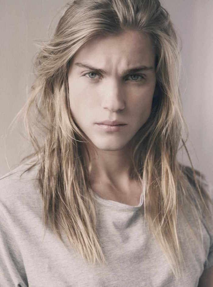 1001 Idees Coiffure Homme Cheveux Longs Criniere Domptee Ou Pas Cheveux Long Homme Mannequin Homme Jeune Homme Aux Longs Cheveux
