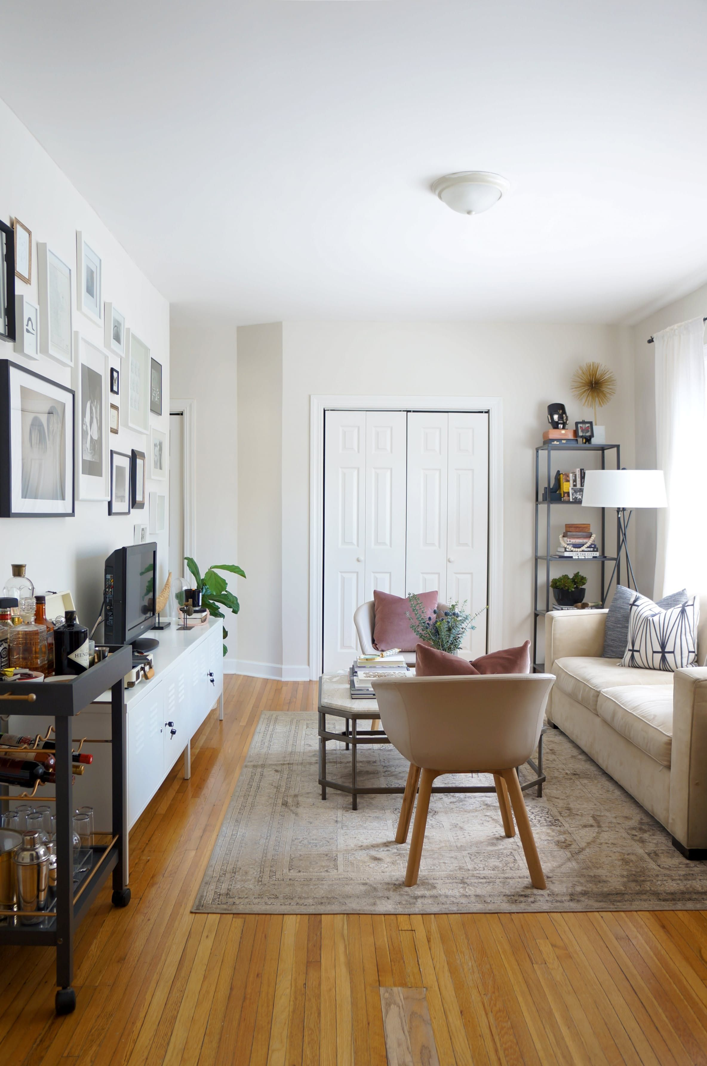 House Tour: A Small Boho-Luxe Chicago Apartment | Bar carts, Spray ...