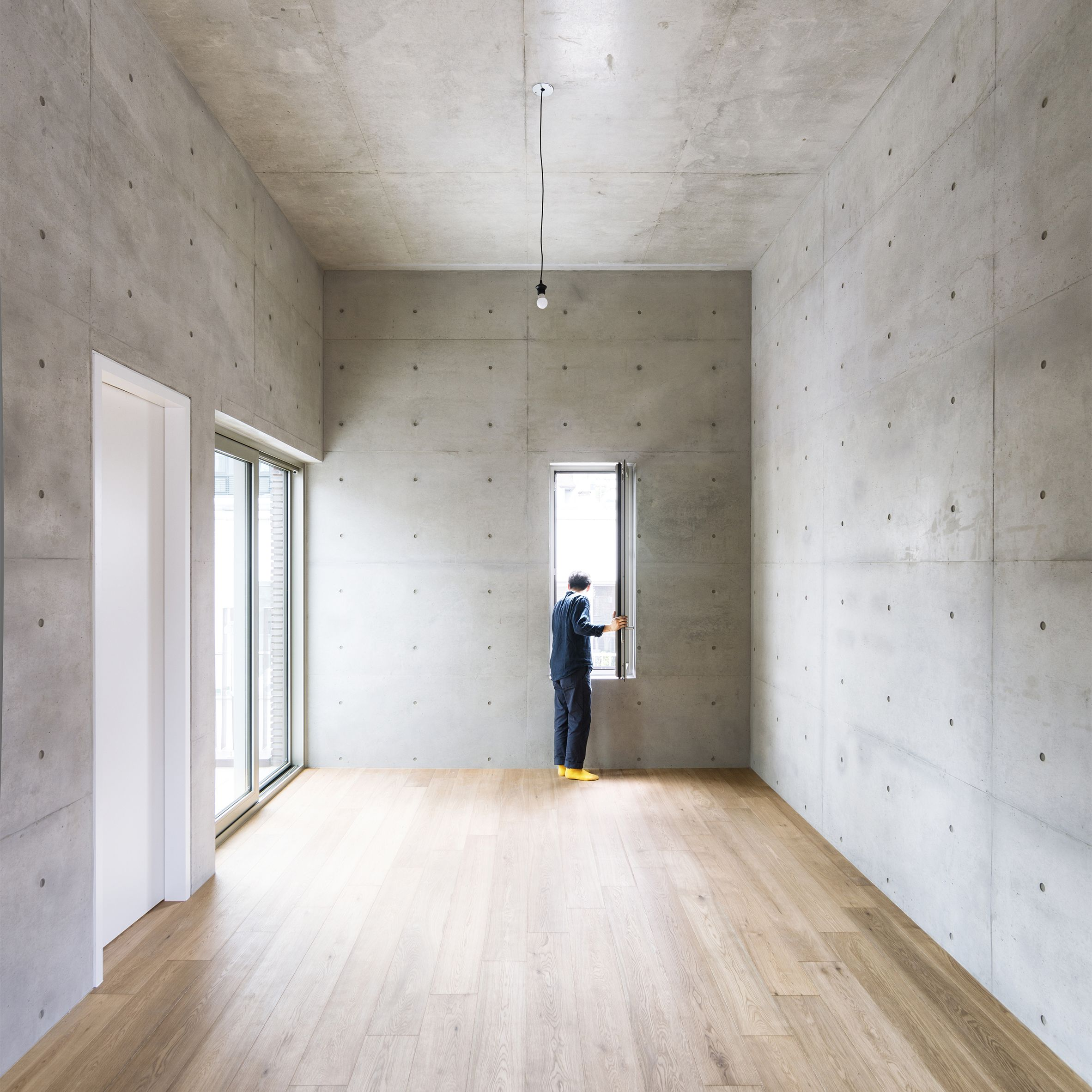 Textured Surfaces And Sculptural Staircases Are Some Of The Ways That Concrete Can Be Used In Home Int Concrete Interiors Concrete Walls Interior Concrete Wood