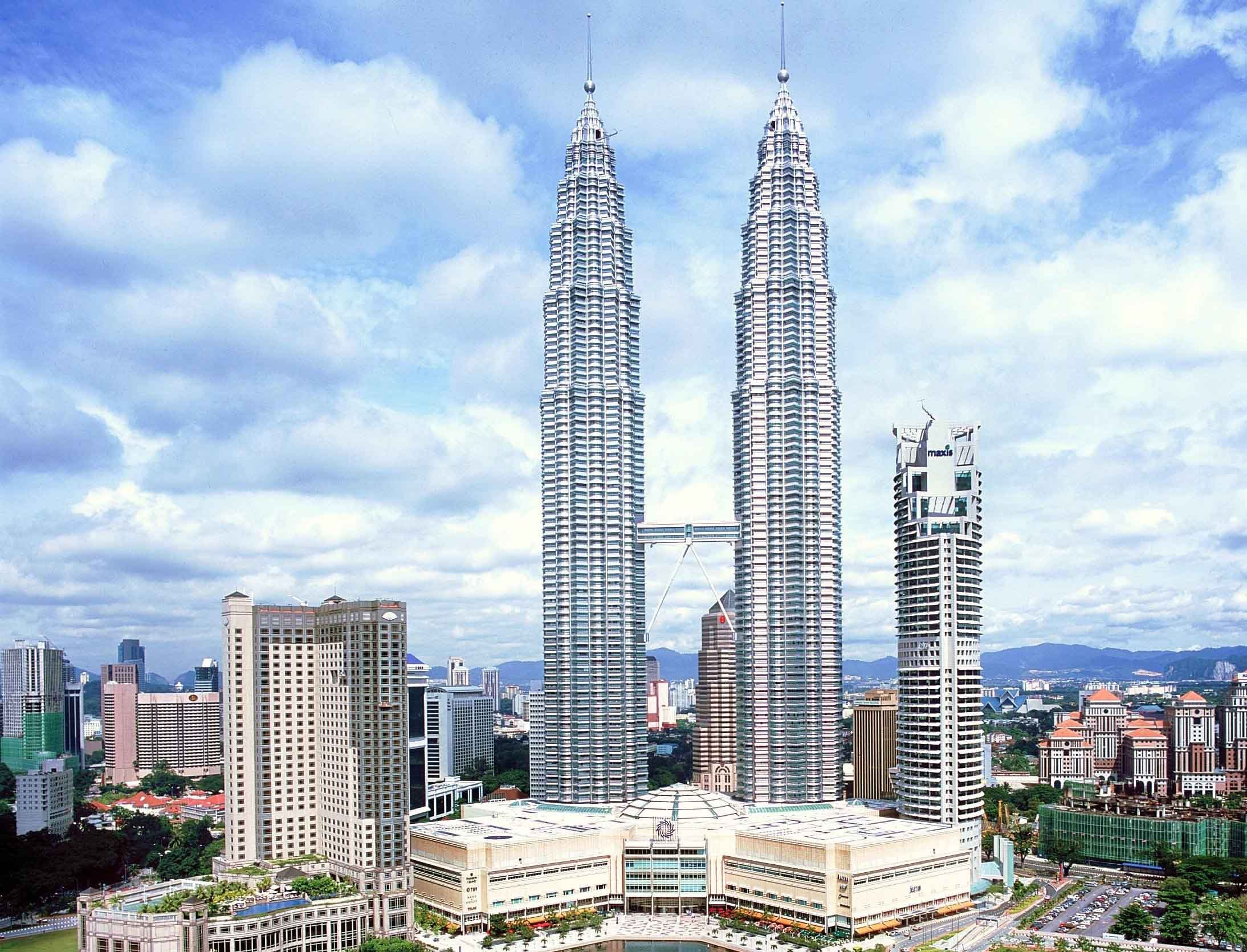 The malaysian petronas tower 1 2 are the 6th 7th tallest the malaysian petronas tower 1 2 are the 6th 7th tallest building in the buycottarizona Gallery