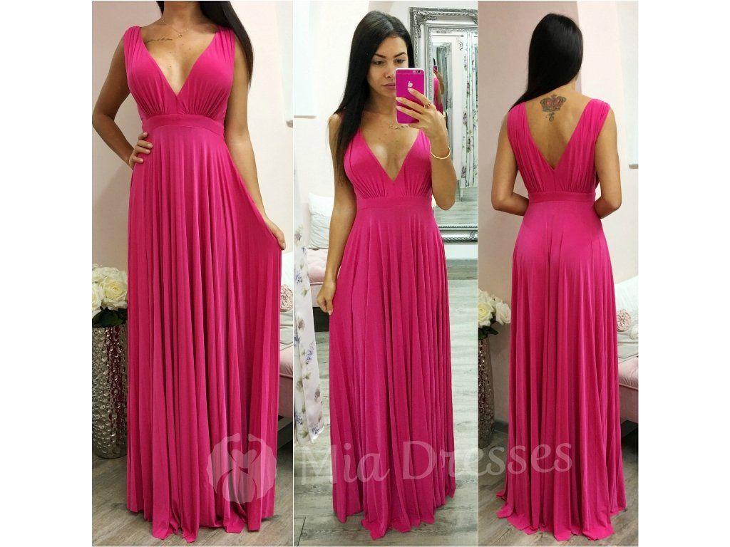 Dlhé spoločenské šaty s plisovanou sukňou majú jednoduchý strih ... 62823d8cd0e