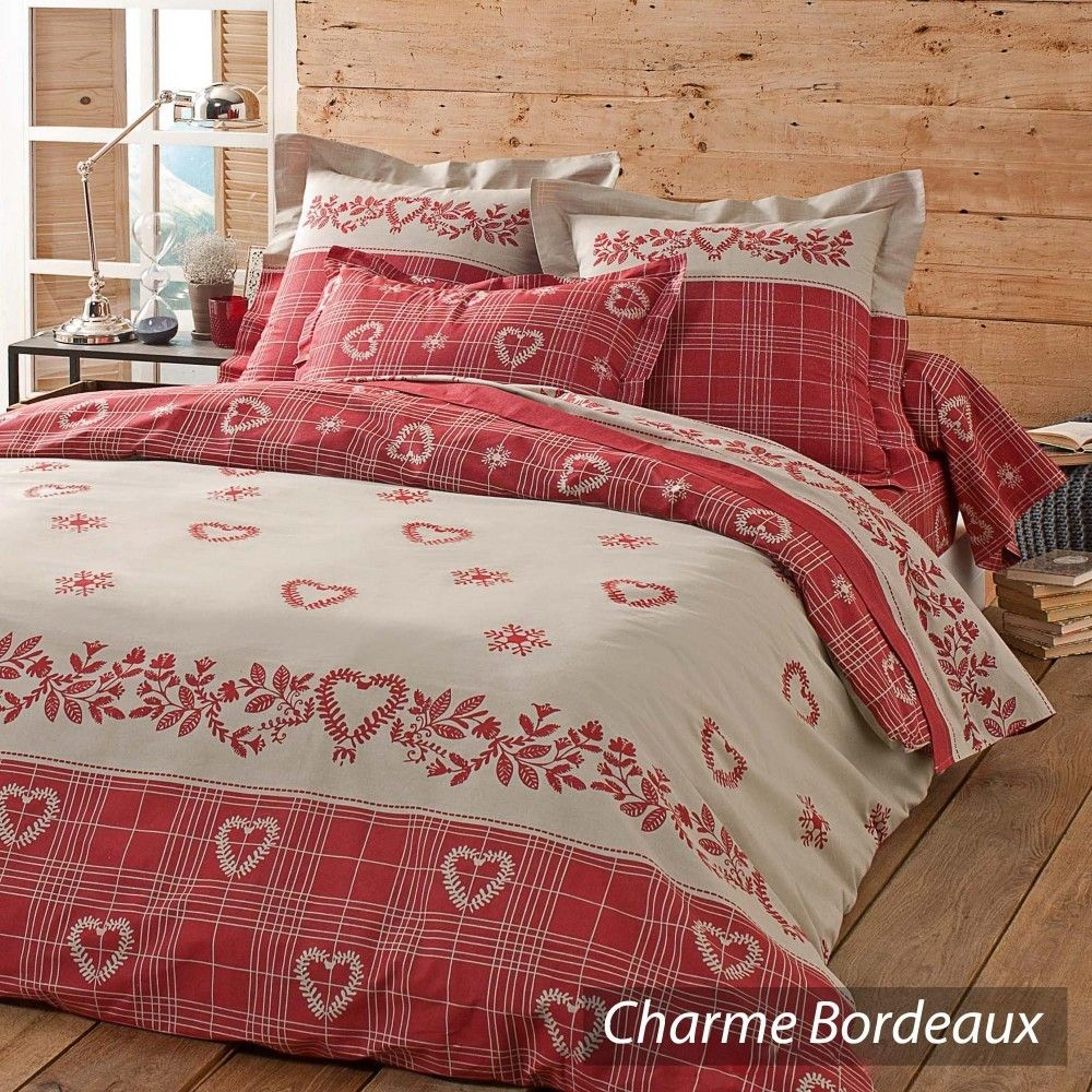 charme bordeaux ambiance montagne pour cette parure au style authentique compos e de motifs. Black Bedroom Furniture Sets. Home Design Ideas