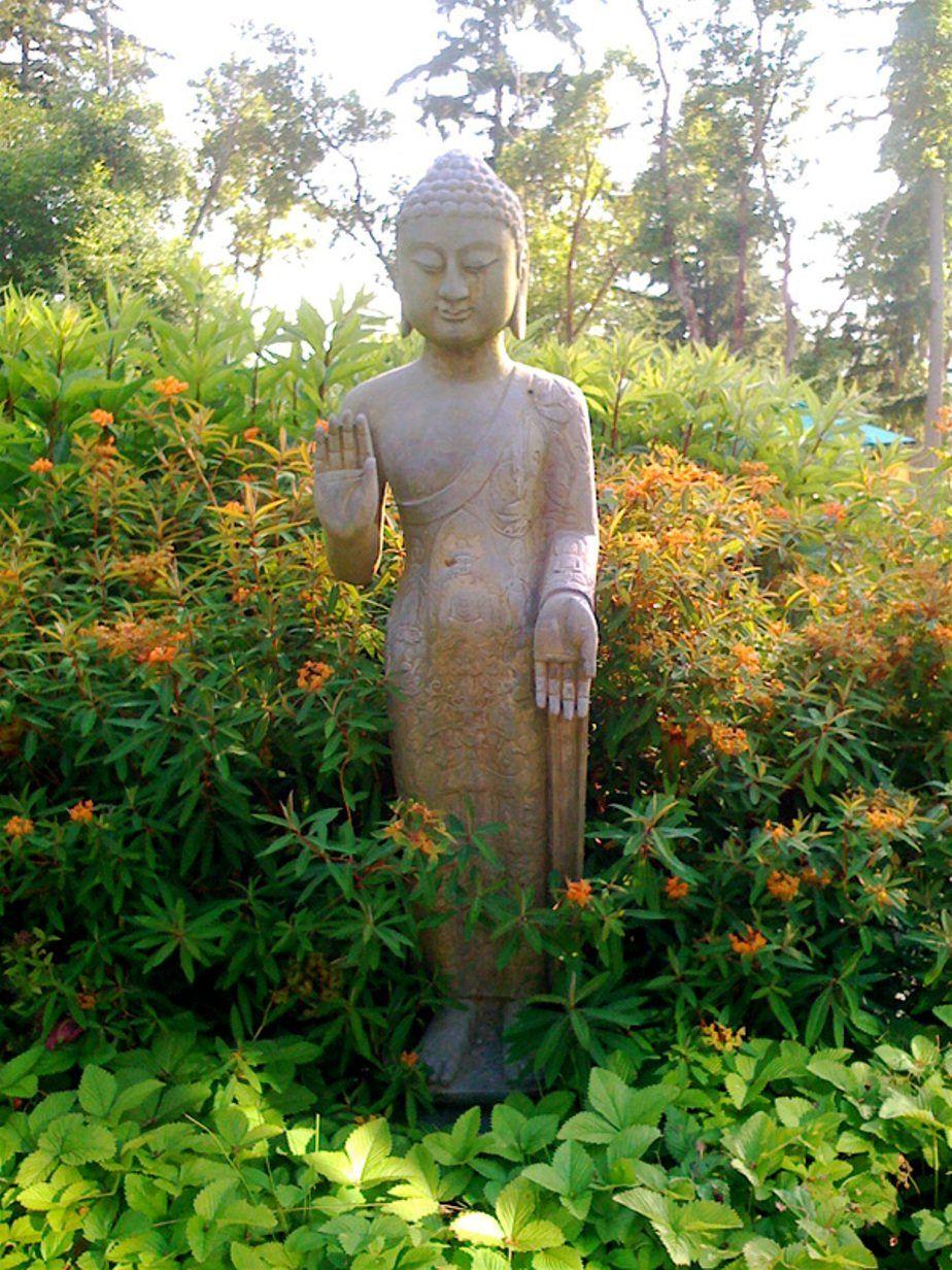 Buddha Garden Statues In Your Yard | Buddha garden, Garden statues ...