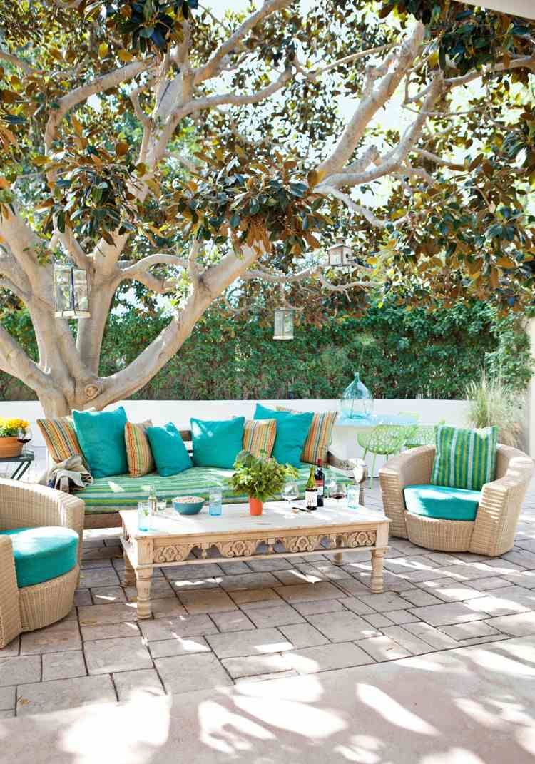 id es d co am nager une terrasse originale invitant la d tente coussins turquoises tables. Black Bedroom Furniture Sets. Home Design Ideas