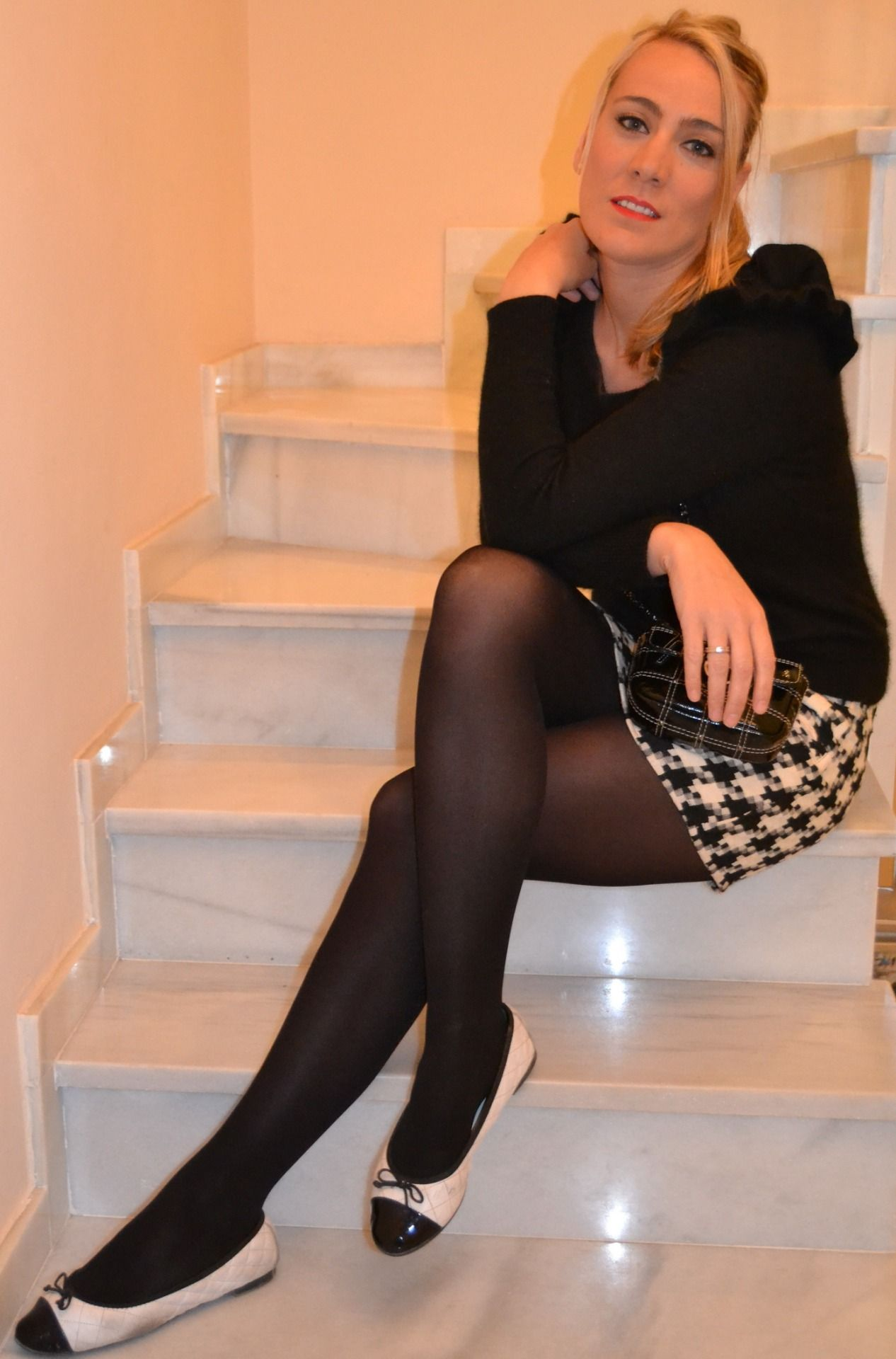 Crossdressers in pantyhose and skirts — img 11