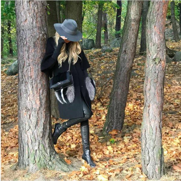 I absolutely love this time of the year 🍂🍁- #RagBone hat, #AliceOlivia leather pants, #Zara sweater, #Fendi coat and #Chanel #BoyBag and boots.