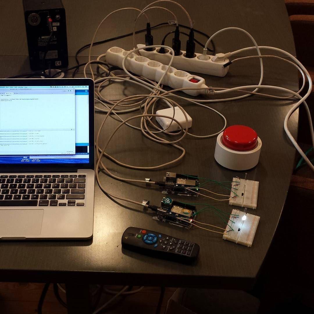 Kävin vetää #IoT-koulutuksen tänään :). Jos kiinnostaa oppia teollisesta Internetistä ja IoT:sta käytännössä niin nyt löytyisi hyvä setti :) by jahva