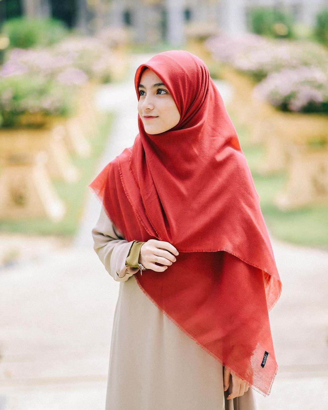 Pashmina Hijab Tutorial Pashmina Hijab Tutorial Hijab Tutorial Kebaya Turban Hijab Wedding Photography Photogr Di 2020 Gaya Hijab Model Baju Wanita Model Pakaian Hijab