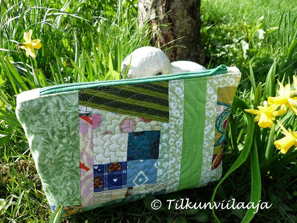 """""""In the Garden"""" quilted zipper pouch by Tilkunviilaaja -- Puutarhassa-vetoketjupussukka tilkuista"""
