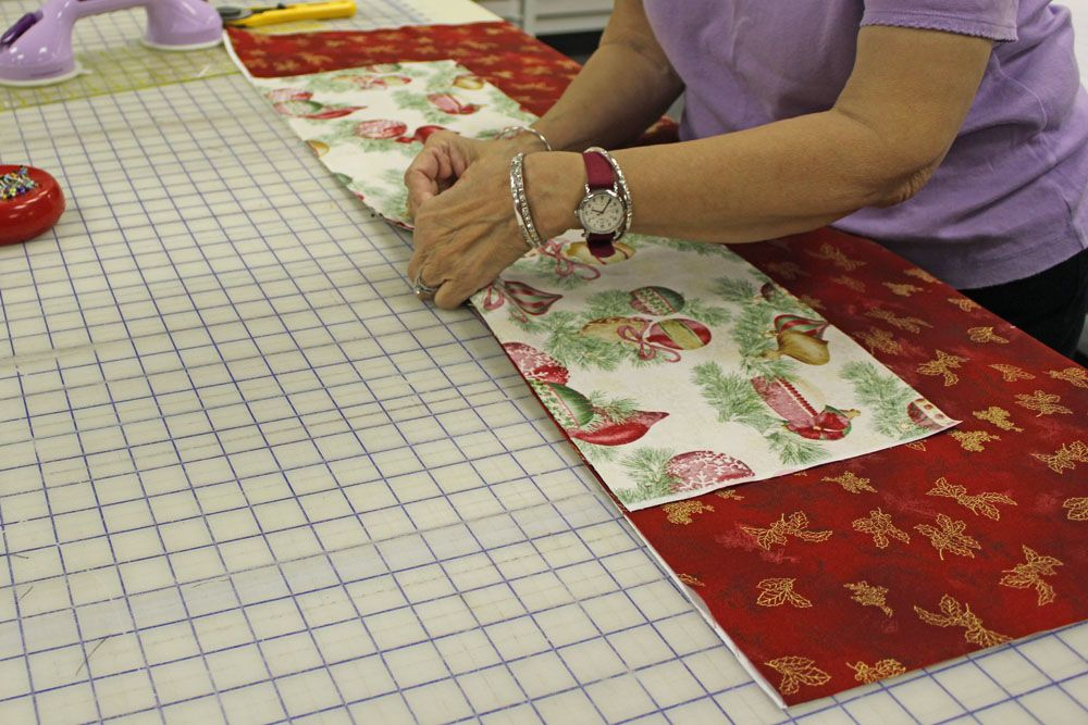 31 Days of Holiday Gifts: Day 23–20 Minute Table Runner Tutorial ...