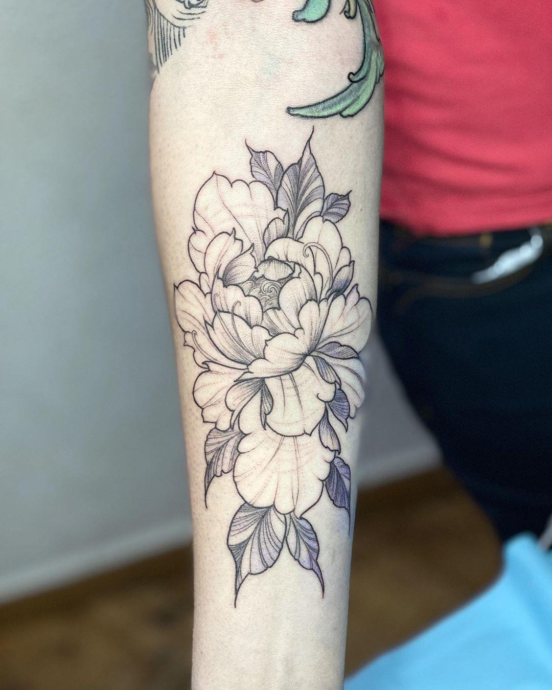 @tattspider #tattoo #peoniatattoo #tatuaje #tatuajefino #tatuajesdelicados #malasaña  lo b#plazadosdemayo #lineafina #tatuajedelineafina #madrid #ojala #tatau  #tattooart #tatouage #iltatuaggio #tatuajetribunal  #tattoomagazine #b  # . tattoomadrid #tatu ajemadrid #tattooartist #tatuaje pequeño #tattoolovers #tattoolife #tatuajeminimlista #tattooed #tattooja #tattoosocial
