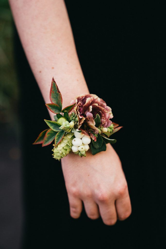 A Touch  of Burgundy- A Romantic Autumn Wedding #corsages