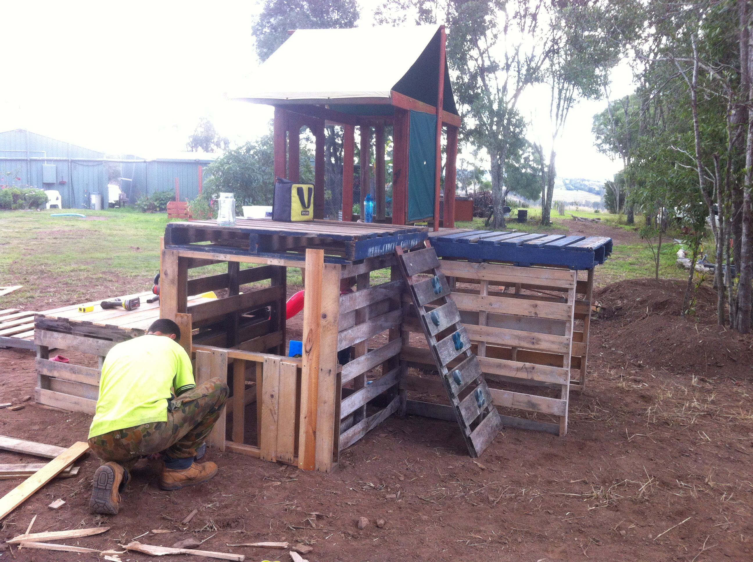 1001 pallets pallet kids playground here is a home made playground - Pallet Playground