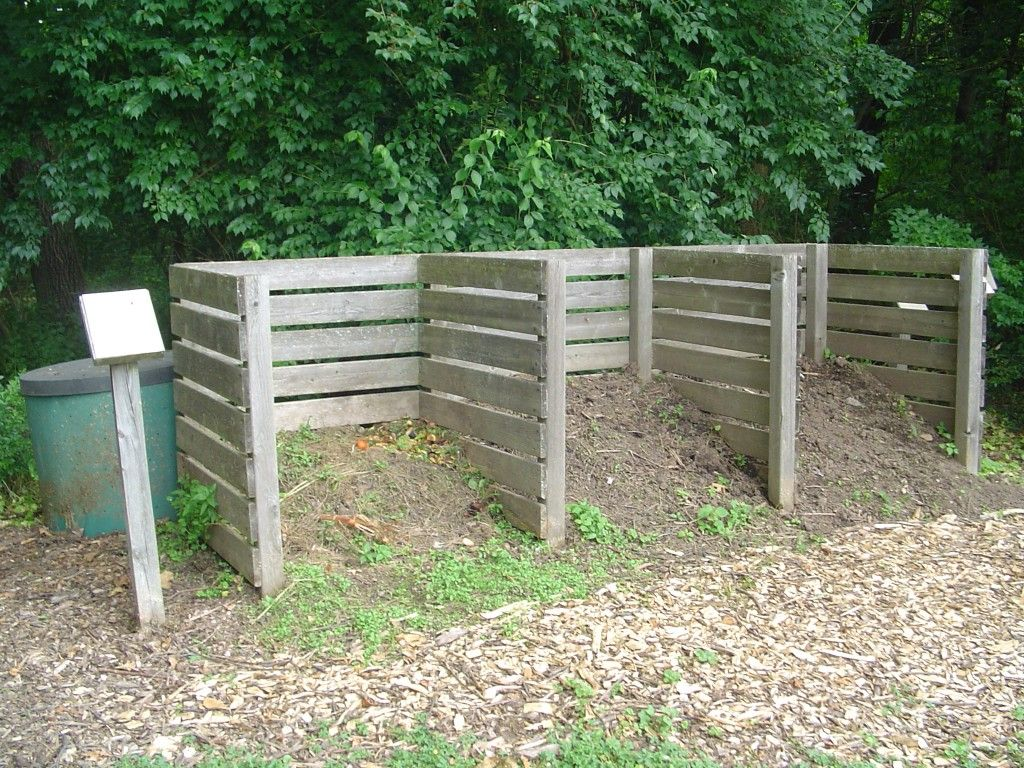 How to make a compost pile in your backyard - How To Make A Low Cost Compost Bin For Your Garden Backyard Compost Piles