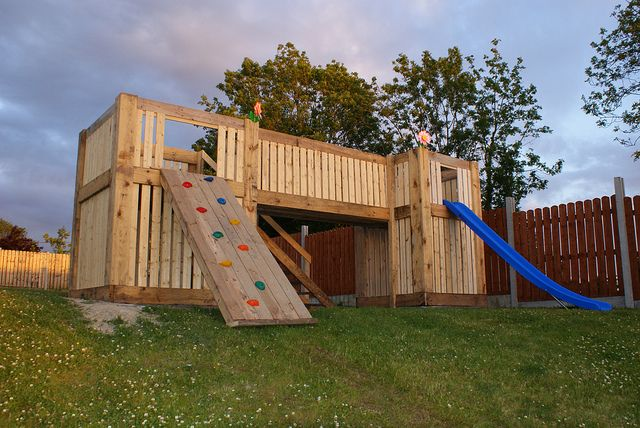 Playground Built Of Wooden Pallets Pallets Pinterest Palets