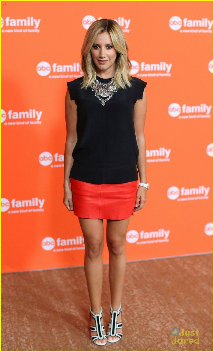 Ashley tisdale emily osment buddy up for young hungry tca ashley tisdale emily osment buddy up for young hungry tca panel ombrellifo Choice Image