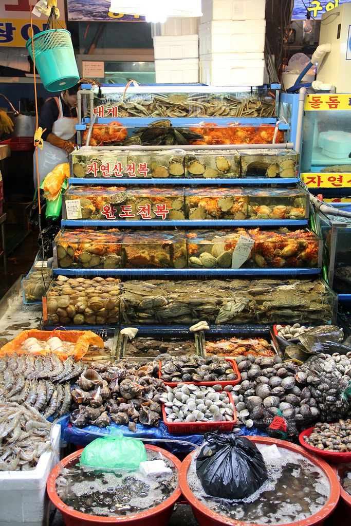 Photo Essay Seoul S Noryangjin Fish Market Seafood Market Fresh Seafood Market Living In Korea