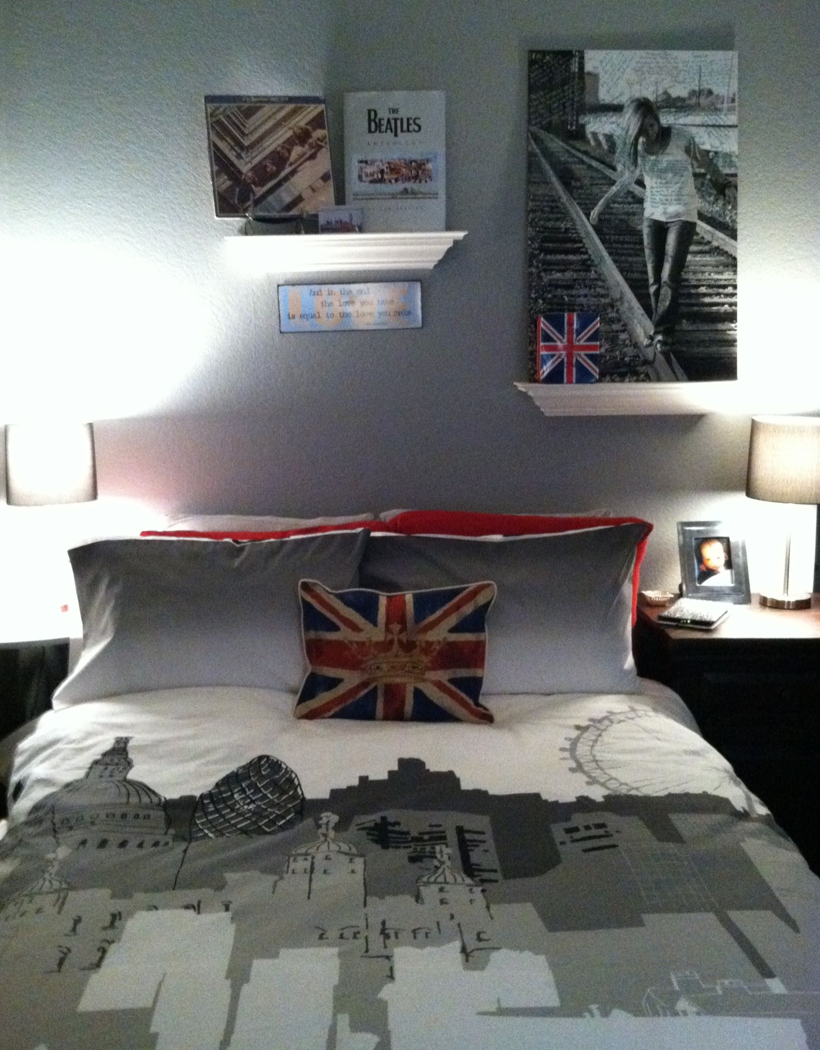 Travel Themed Dorm Room Paige 39s London Loft Style Room Classic Pinterest