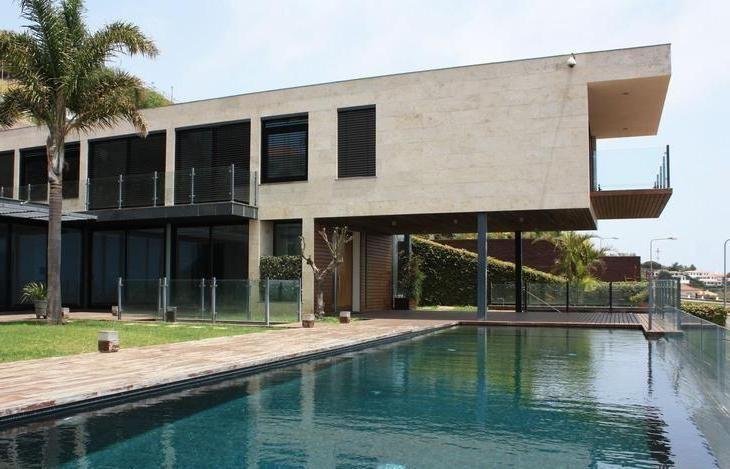 Moradia, Villa para venda, no Funchal, São Gonçalo, com 5 suites, salas, ginásio, piscina 2 elevadores, 3.500 m2 de terreno, 1.100 m2 de construção vista mar formidável, venha visitar ligue 963701529 Teresa Caires  imoveis@netmadeira.com www.decisoesvibrantes.com