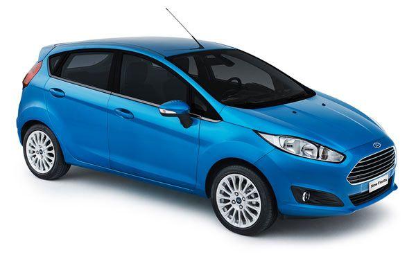 New Fiesta 2014 - Com transmissão automática PowerShift e da cor azul Candy.