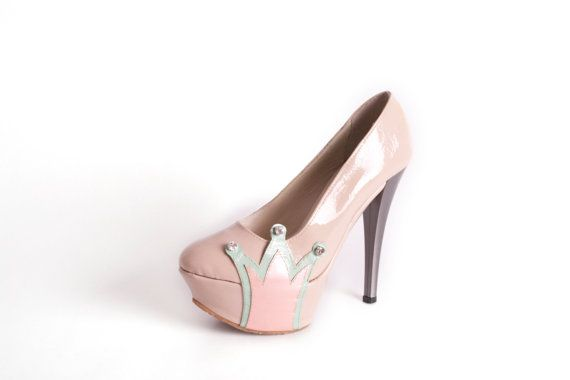 BE MY QUEEN Pumps  Nude high heels with crown design  by NorTin, €180.00