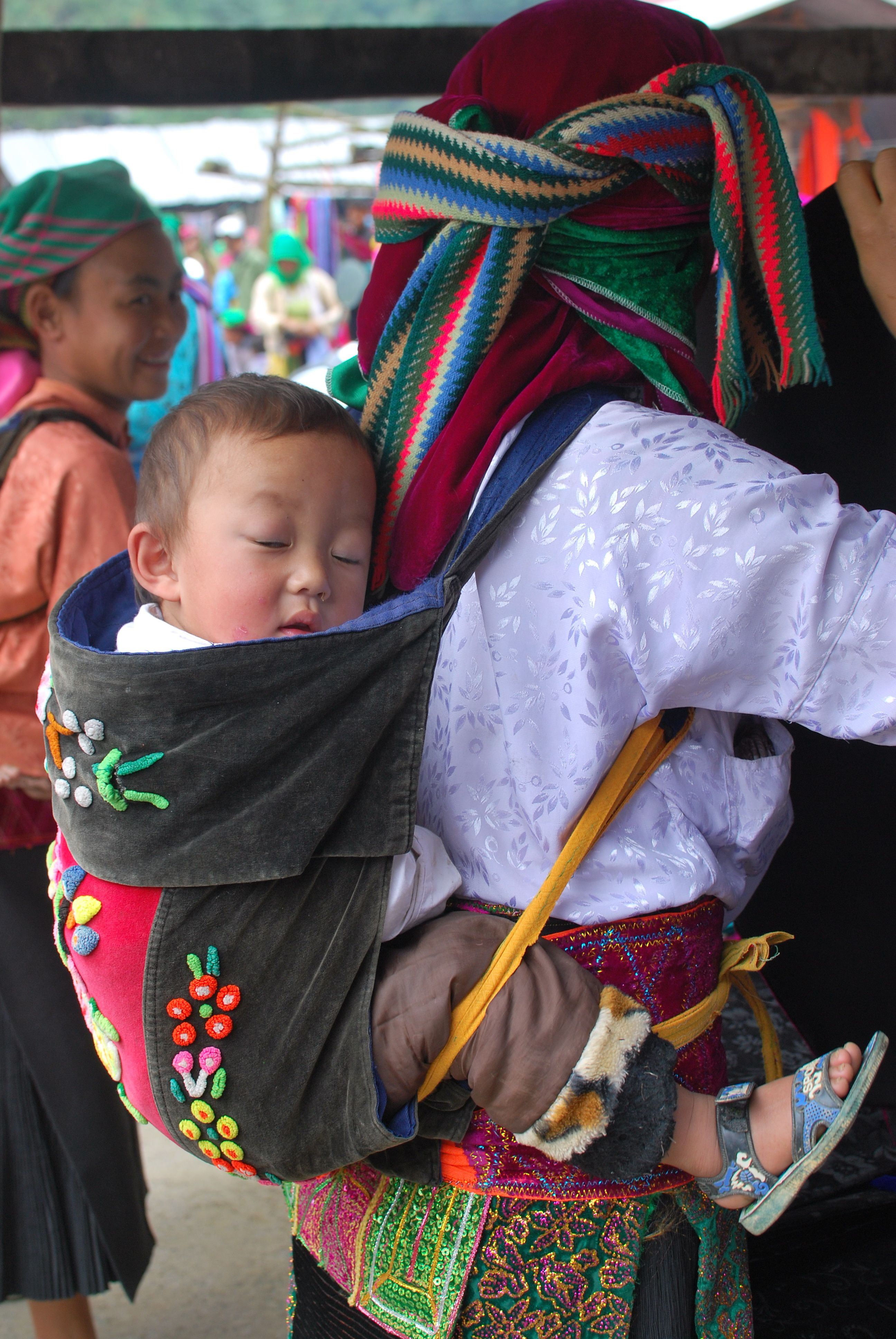 Hmong Mother Her Son The Market Babywearing Pinterest Sons