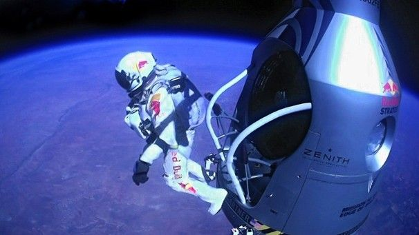 Skydiver Felix Baumgartner Breaks Sound Barrier With Images Felix Baumgartner Felix Speed Of Sound