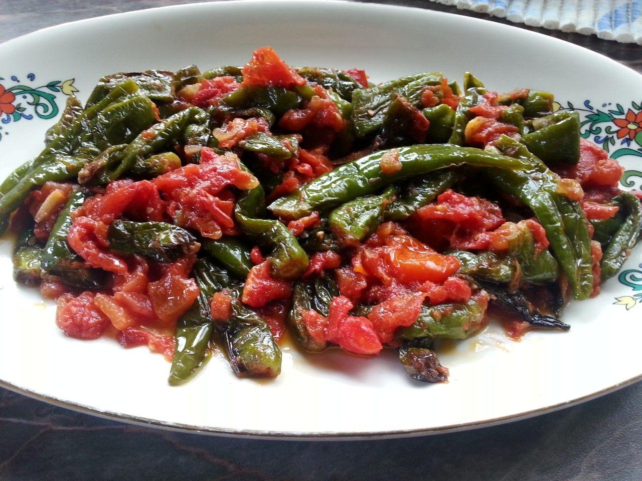 Pimientos con salsa de tomate - Pimientos verdes con tomate - Friarielli (Peperoni) o Friggitelli al pomodoro