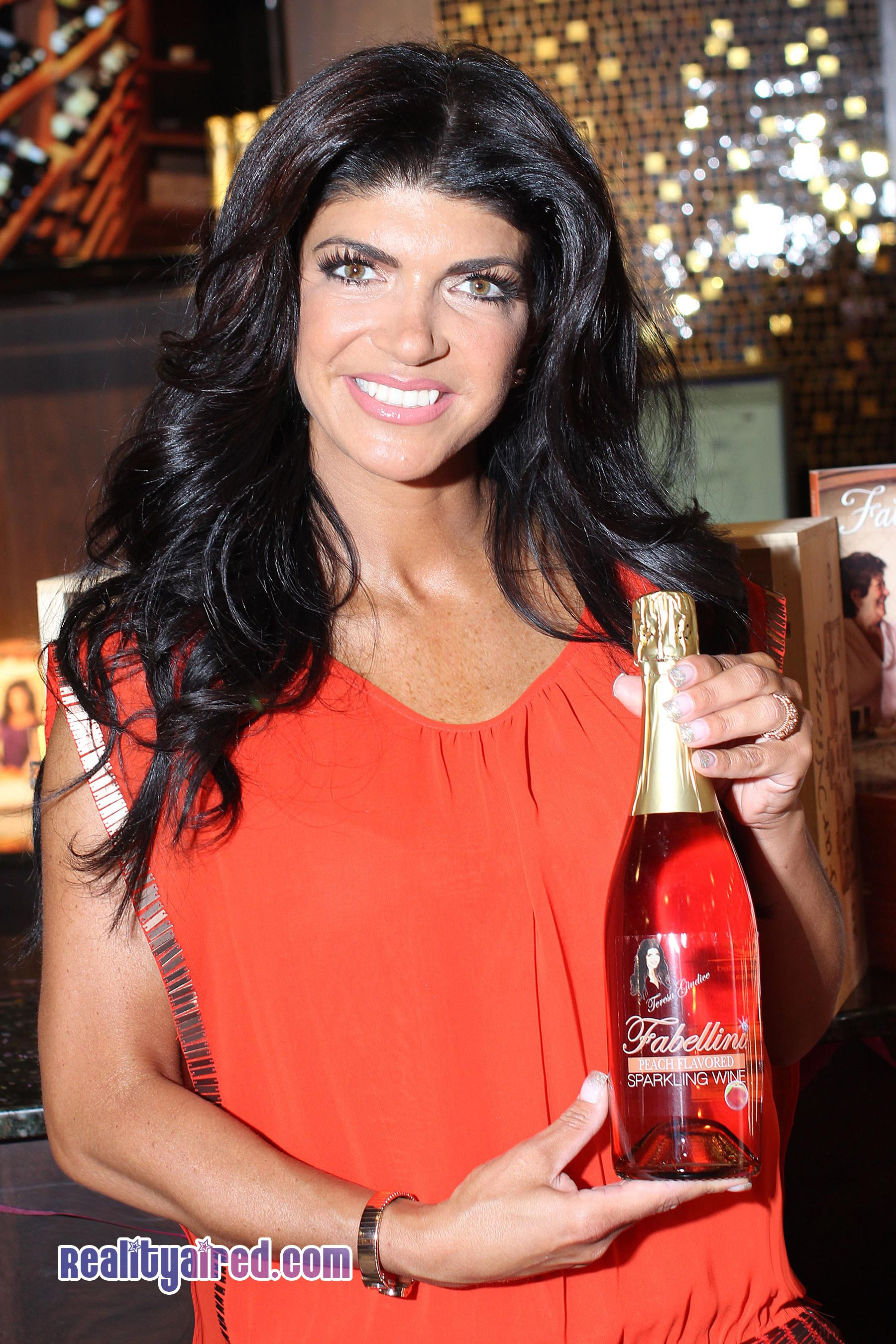 Real Housewives Star Teresa Giudice Signs Bottles Of Fabellini In New Jersey Real Housewives Teresa Guidice Teresa Giudice