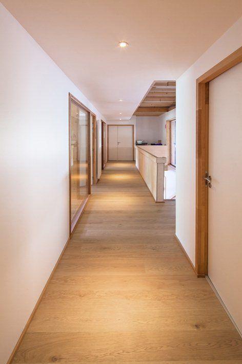 plinthe bois encadrement porte bois Architectures Amiot - Lombard