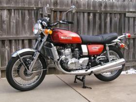 Suzuki 3 Cylinder 2 Stroke Motorcycle   hobbiesxstyle