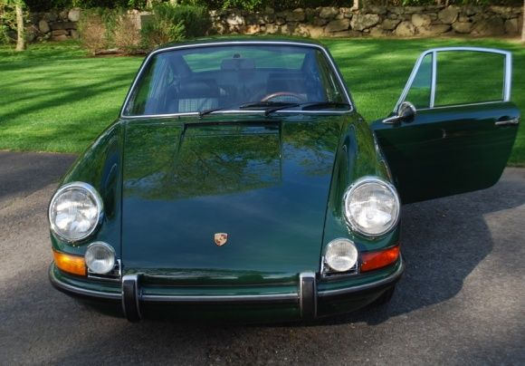 This 1971 Porsche 911T (Chassis 9111102530) was a blue