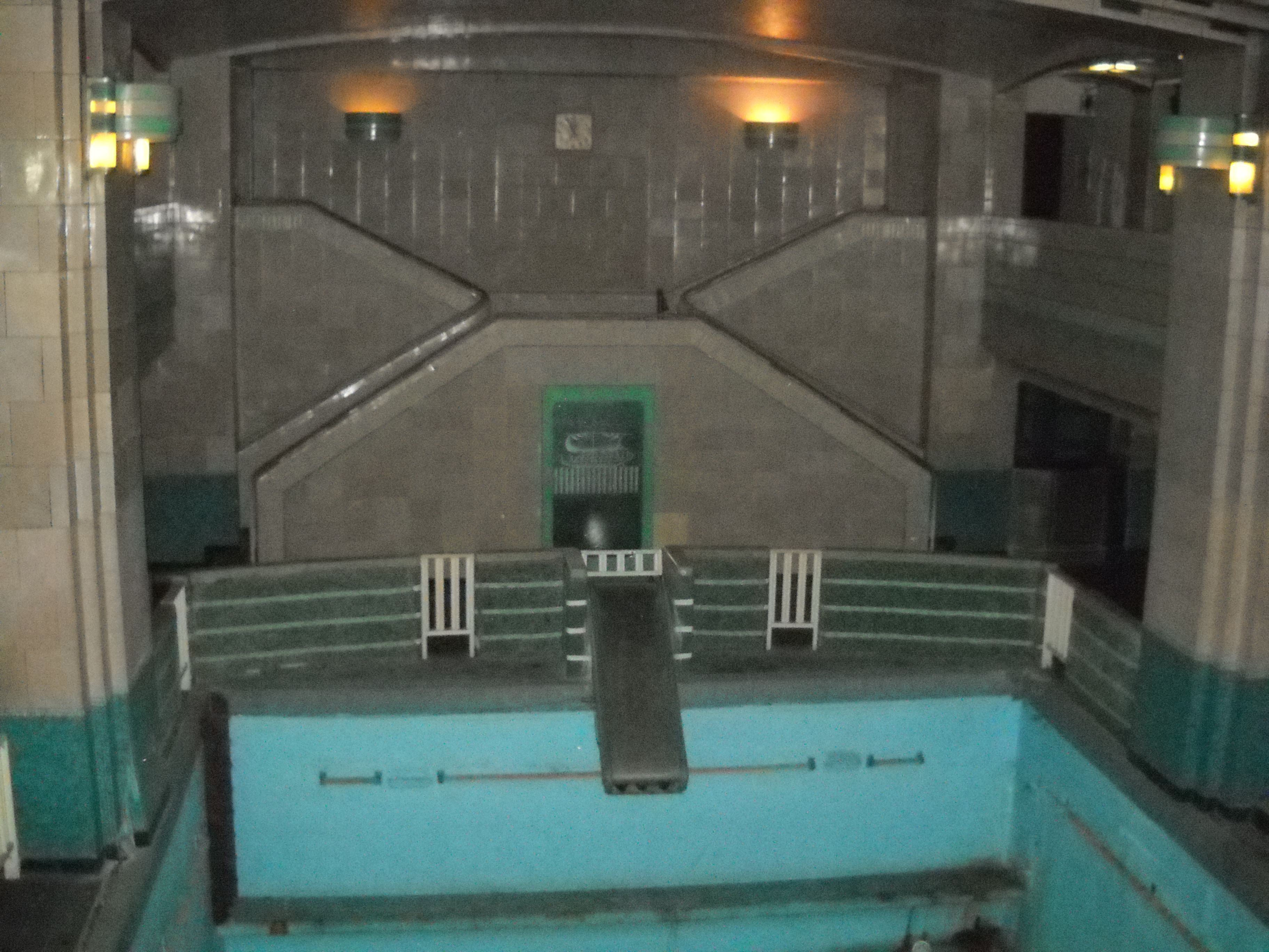 Haunted swimming pool from the queen mary ship the - Queen mary swimming pool victoria ...