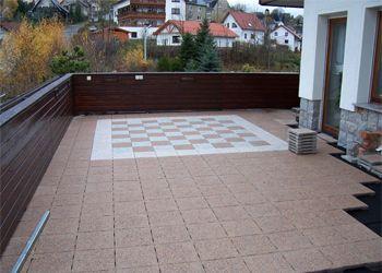 Terrasse Mit Schbrett Auf Dem Boden Terrasse Verlegt Durch Die