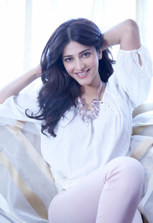 Ramaiya Vastavaiya Actress Shruti Haasan Wallpapers in jpg format