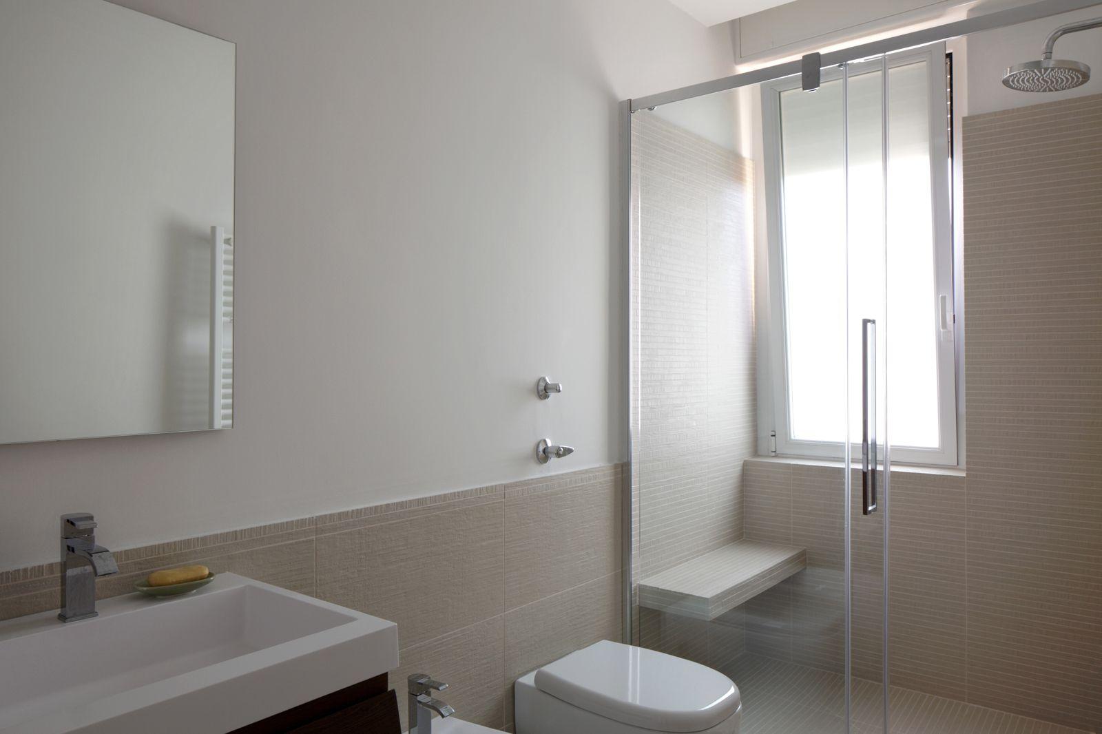 Bagno sottotetto ~ Finestra nella doccia casa finestra bagno e bagni